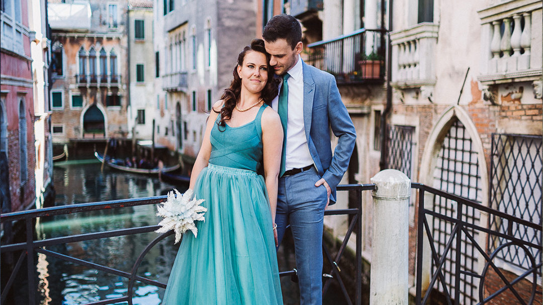 Paper Feather Wedding Theme | Shooting in Venice